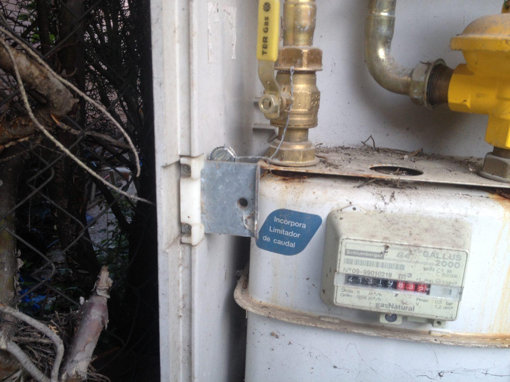 Tornillo de cierre para la puerta del gas